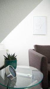 Sitzecke Tisch und Sessel