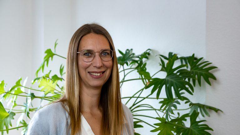 Psychotherapeutin Melanie Kunst mit Brille
